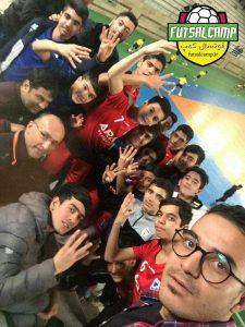سلفی تیم فوتسال نونهالان آراز ورامین بعد از صعود به نیمه نهایی لیگ فوتسال نونهالان تهران